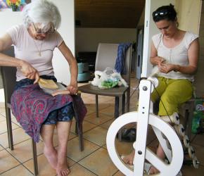 Atelier filage au rouet